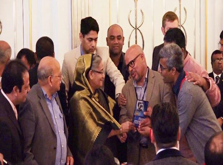 PM with Bijoyer Mohanayok