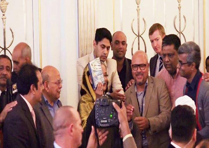 PM with Bijoyer Mohanayok.jpg-2