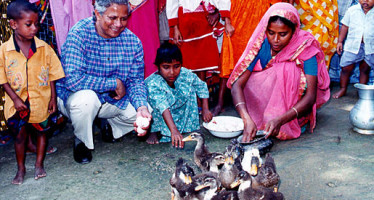 Dr Yunus, Gramin Bank  other issues